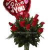 Florero con rosas rojas
