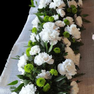 Jardinera floral con claveles