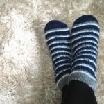 足の冷え性で眠れないときは靴下を履いて寝てもいいの?
