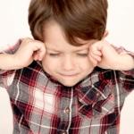 むずむず脚症候群の原因|子供に多い2つの症状とは?