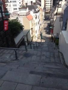 明神男坂(階段上から)