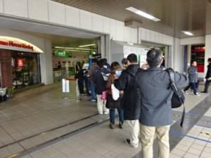上野駅はかなりの行列