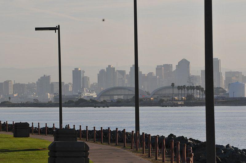 San Diegon downtown satamapaikastamme Shelter Islandin  päästä nähtynä