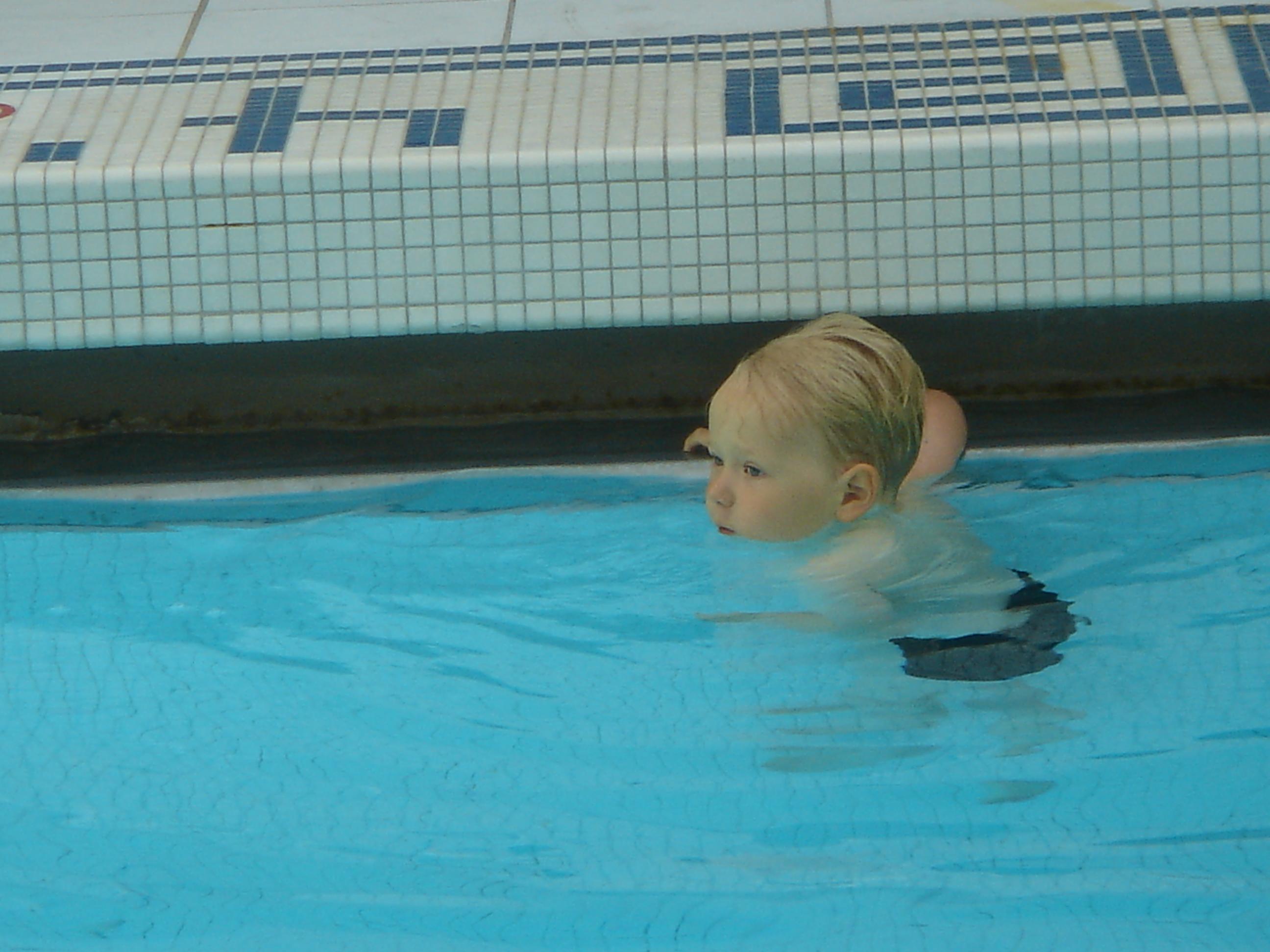 Elmolta alkoivat uimakikat vähitellen palautua takaisin mieleen.