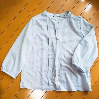 airCloset(エアクロ)から買取した洋服。薄いグレーの長袖のトップス。