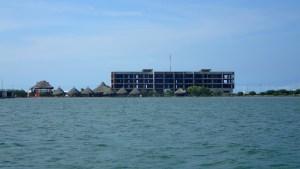 Marinan verkade inte riktigt ha kommit igång - men det fanns bryggor och båtar