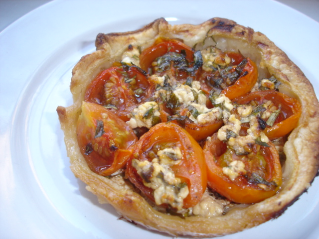 Small tomatoes, cottage cheese and fresh thyme tartlets
