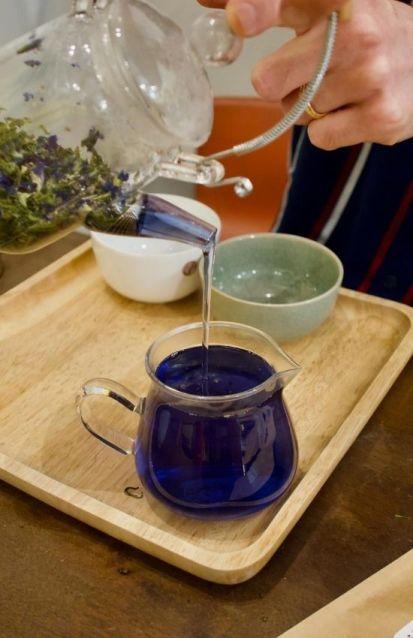 thé bleu à la violette chez Théine