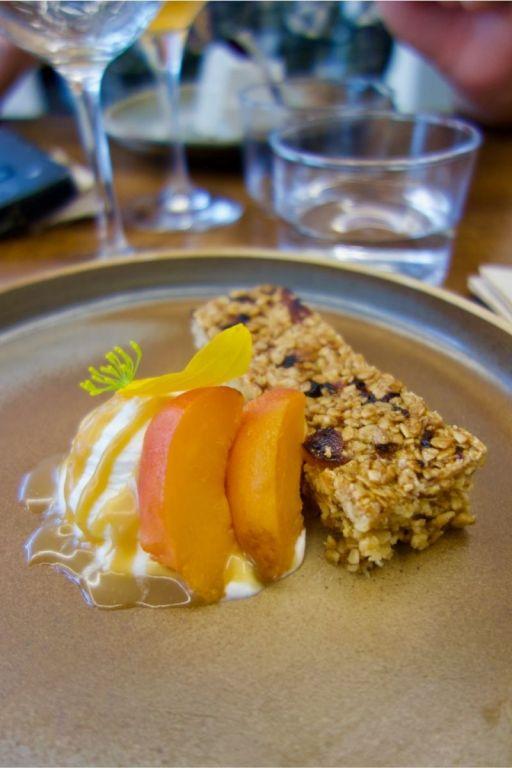 flapjack aux abricots, chantilly et caramel au miso