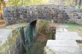 The upper lifting locks footbridge