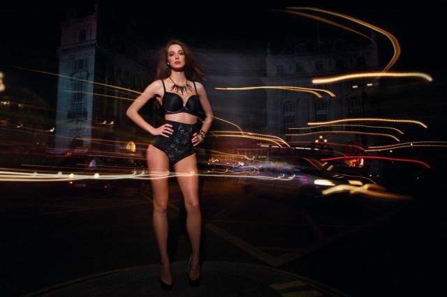 20 погружений в ночной город с красавицей, или Романтика женского белья