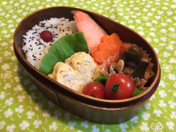 曲げわっぱ弁当 鮭 たまごやき 五目豆