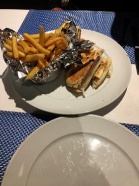 segundo-lanchinho-do-meu-niver-no-restaurante-corveta-fernando-de-noronha