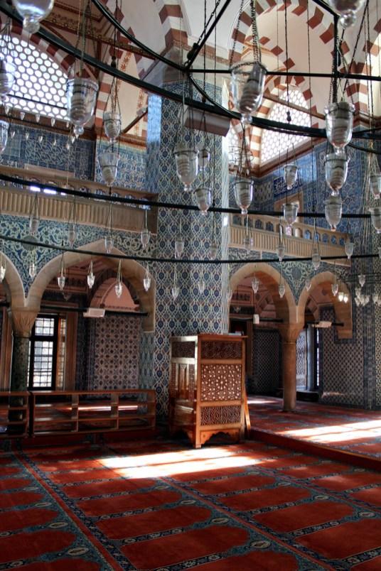 Interior da mesquita Yeni.