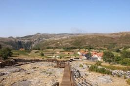 Passadiços sobre as pedras parideiras e um bela vista