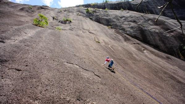 Pedra da Onça - Pais e filhos - 6o, VIIa, D2, E3, 380m