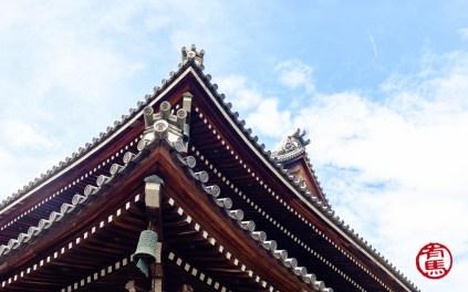 Detalhe o telhado do templo.