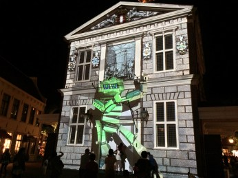 Robot projection mapping