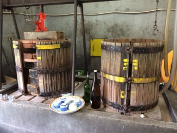 Juicers for winemaking