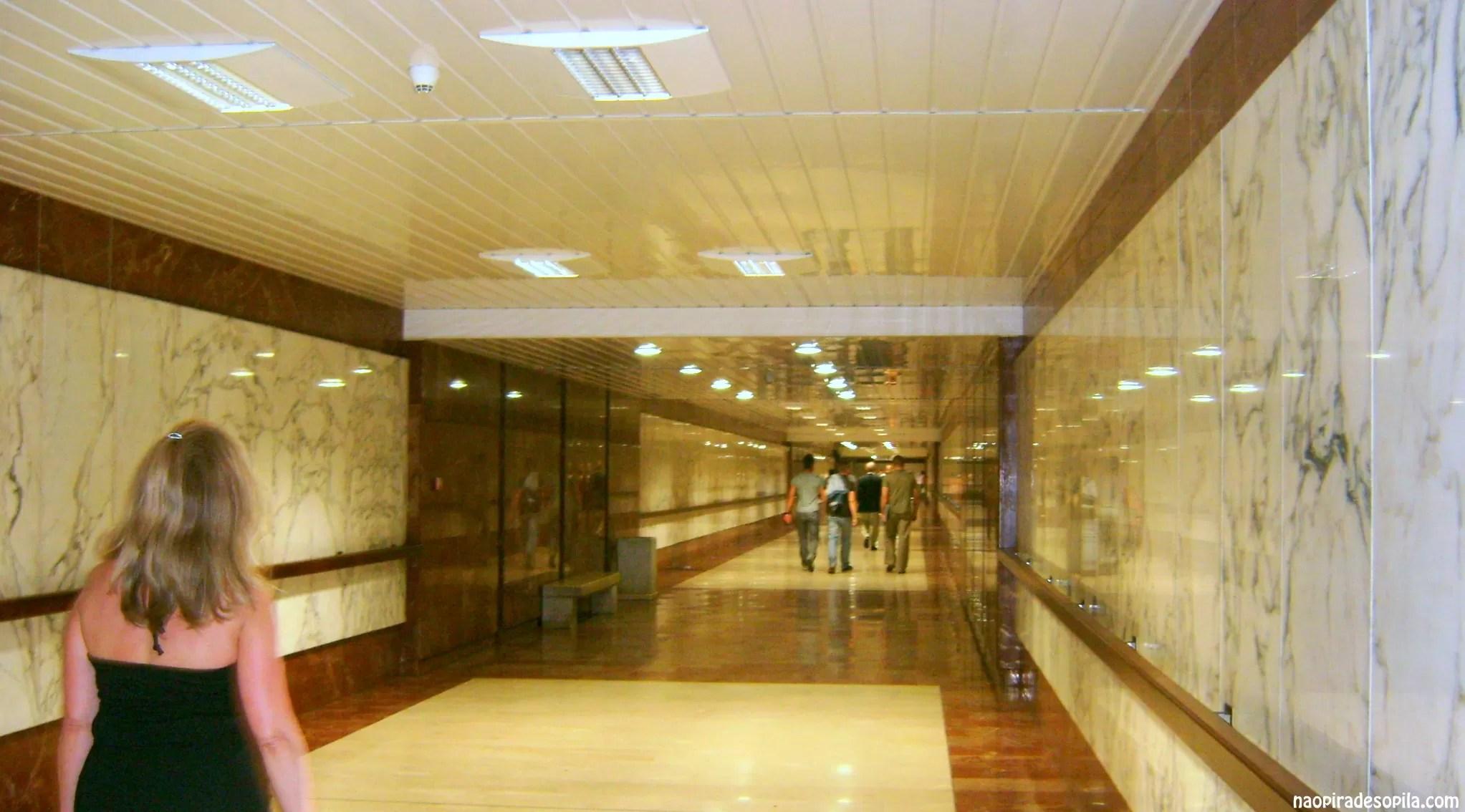 Detalhe para a luxuosa estação de Mônaco
