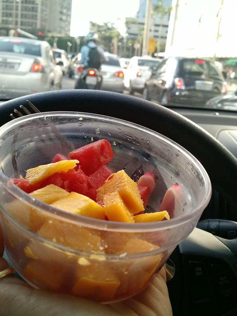 Aquela salada de fruta salvando a hora da fome no meio do transito!