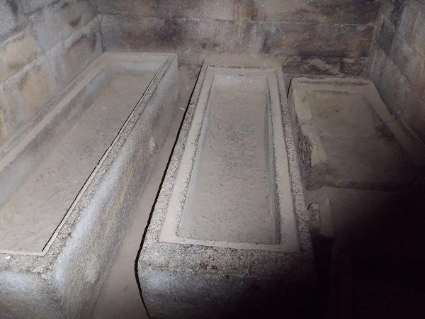 Tombs of Kings Kaleb Inside