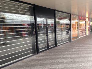 Leegstaande winkelpanden in winkelcentrum Boven 't Y