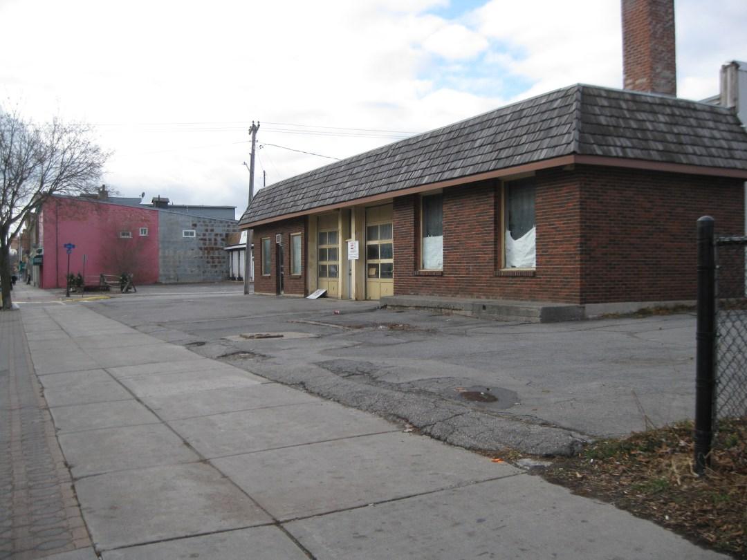 Former Gas Station North West Corner of Thomas & Belleville Road