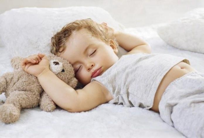 Установлены новые нормы сна для детей