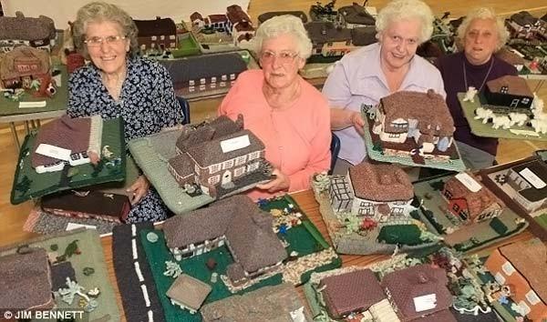 Бабушки связали деревню