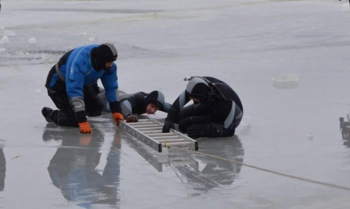 Спасатели призывают не выходить на тонкий лед