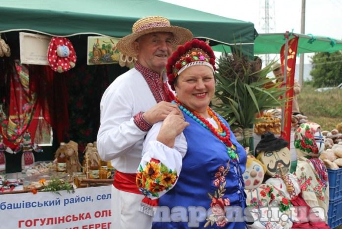 Семья пасечников из Одесской области лечит пчелами