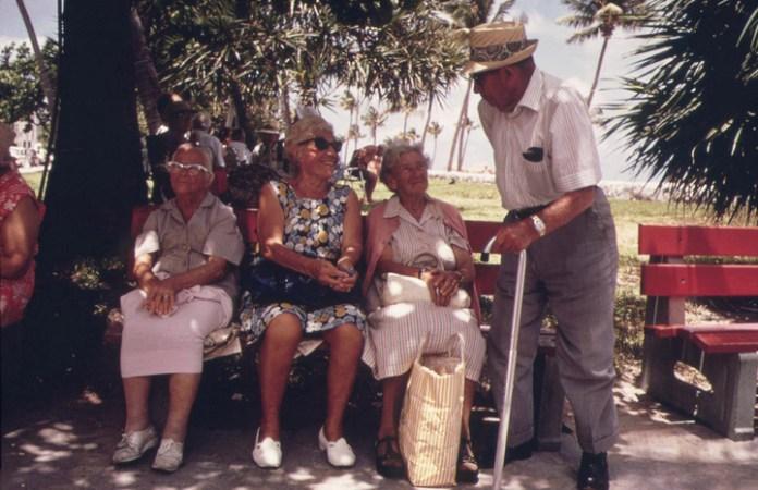 Как пенсионерам живется без молодежи
