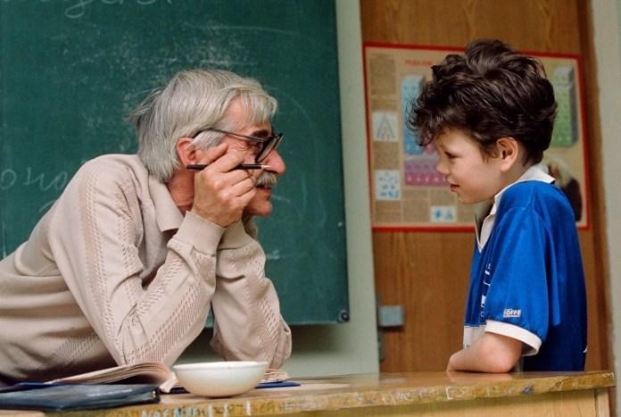 Учителя-пенсионеры могут попасть под сокращение