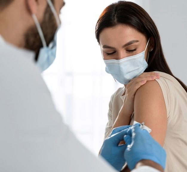 Украина: 38 080 человек привито от коронавируса за сутки