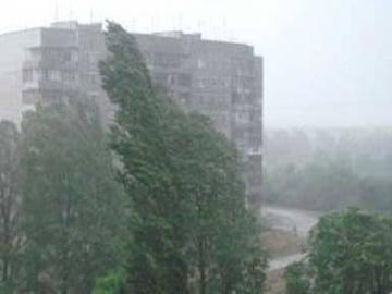 Сильный ветер и дождь обесточили 43 населенных пункта Украины