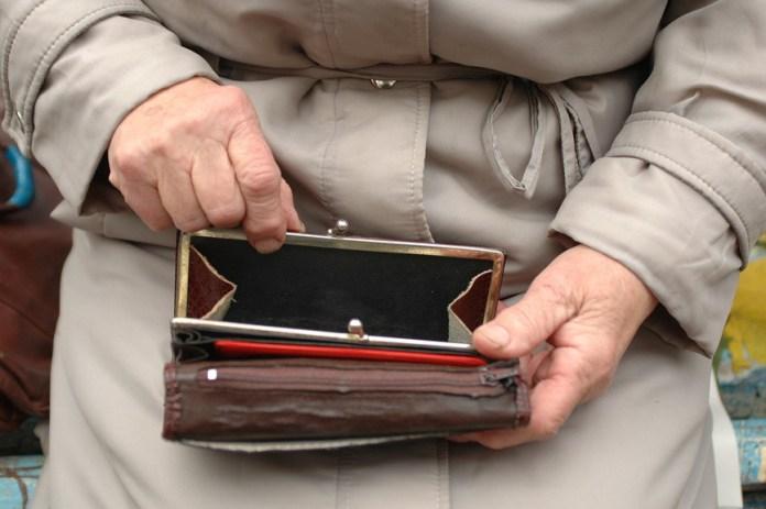Кому належиться надбавка на догляд до пенсії за інвалідністю