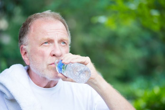 Как пережить жару пожилому человеку?