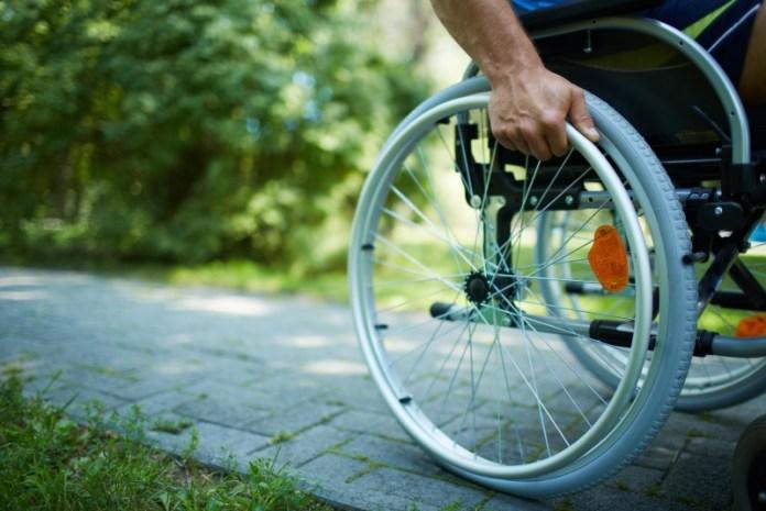 Минимальные пенсии инвалидам и участникам боевых действий вырастут