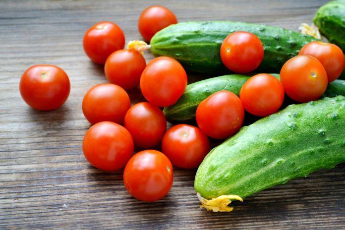Эксперты рассказали, почему нельзя выращивать рядом огурцы и томаты