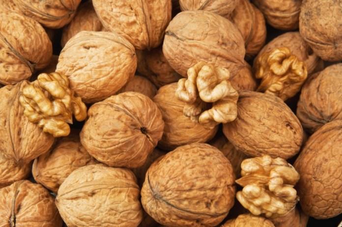Когда и как собирать грецкие орехи