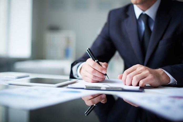 Законопроект: чиновники не смогут затягивать с админуслугами