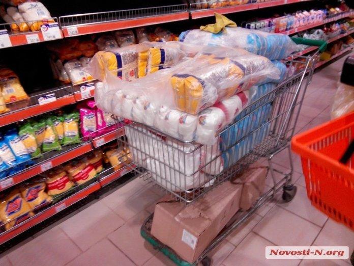 Стоит ли закупать продукты впрок?