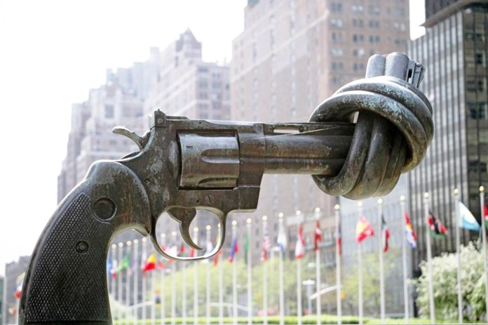 sculpture-of-tied-up-gun-at-the-un