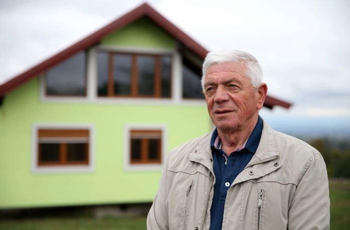 Пенсионер построил уникальный дом, способный вращаться