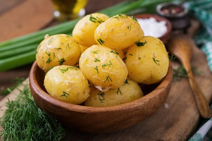 Почему молодую картошку нельзя есть без укропа?