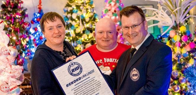 Супружеская пара из Германии установила 350 рождественских елок