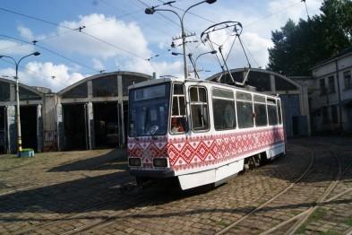 Во Львове трамваи «одевают» в вышиванки