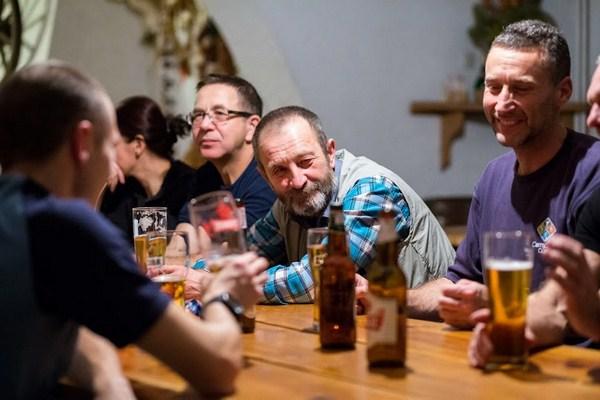 Klimat GEZnO jest wyjątkowy - wspominki po długim sezonie i okazja do kilku piw z dobrymi znajomymi. Foto Paweł Banaszkiewicz