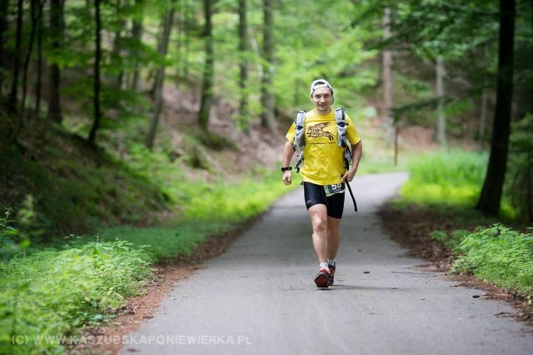 Łukasz Zwoliński w ubiegłym roku zamykał trasę Tricity Trail. Teraz postanowił przebiec całość jako zawodnik. Fot. Wojtek Zwierzyński